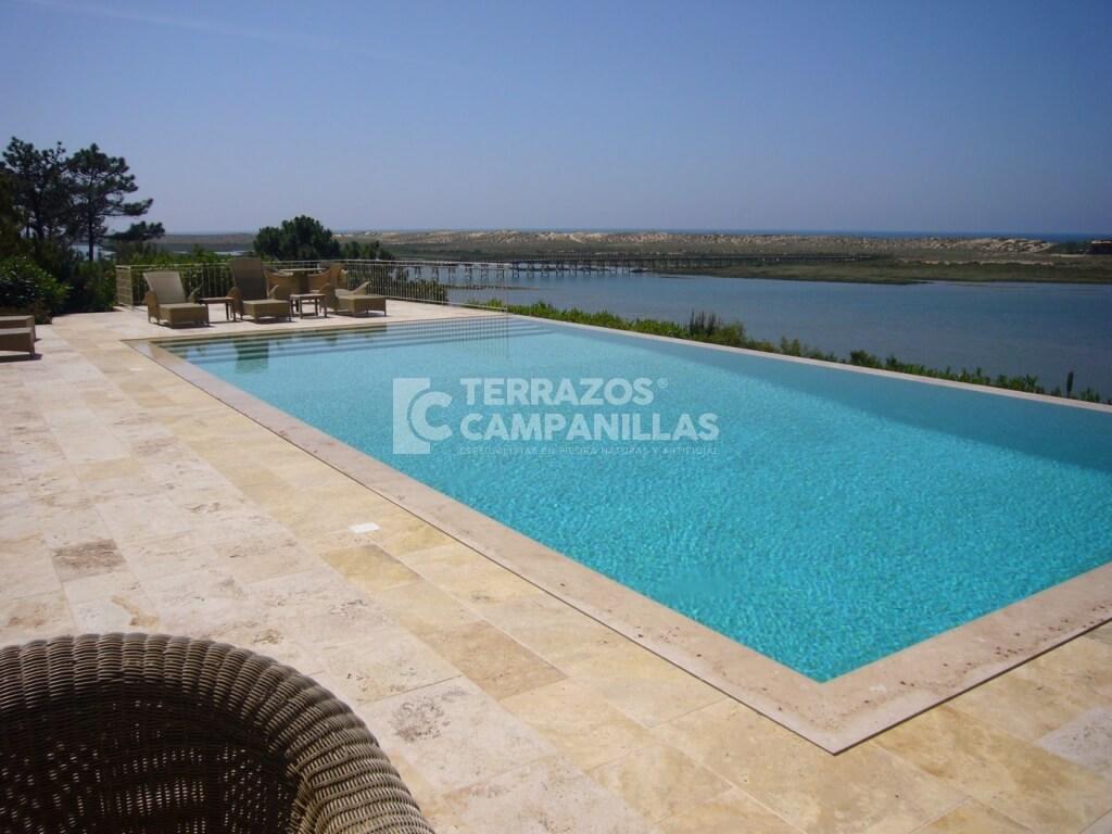Bordes de piscinas de piedra natural en terrazos campanillas - Piedras para piscinas ...