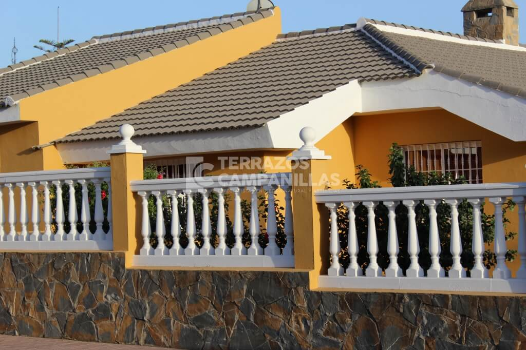 Balaustrada en piedra artificial en terrazos campanillas for Balaustres granada