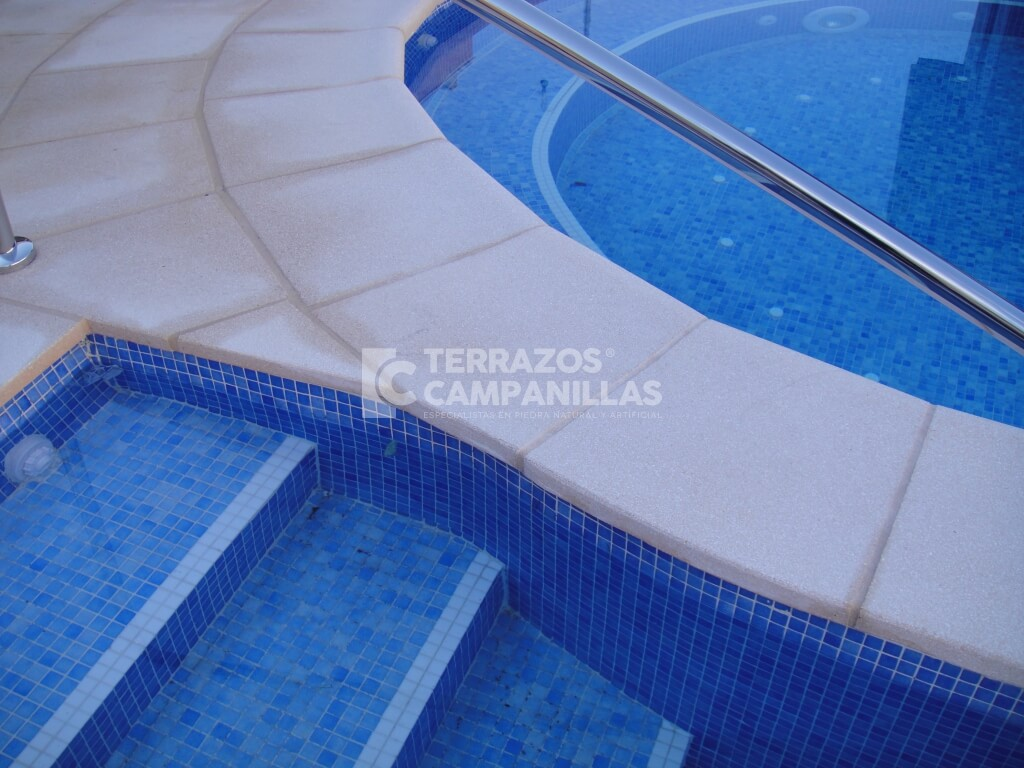 Filos de piscina de piedra artificial en terrazos campanillas for Piedra artificial para piscinas